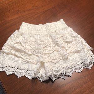 Cute elastic waste cream lace shorts juniors sz 10